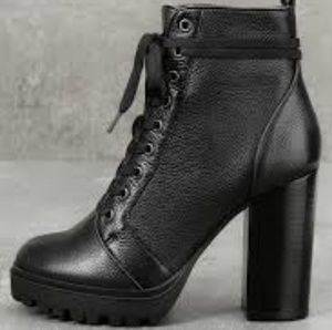NWT Steve Madden Laurie Heeled Moto Boot